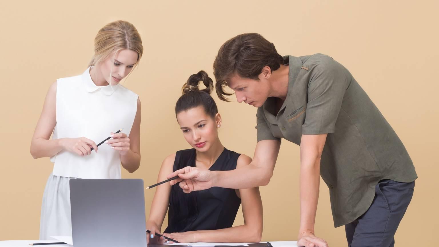 3-people-brainstorming